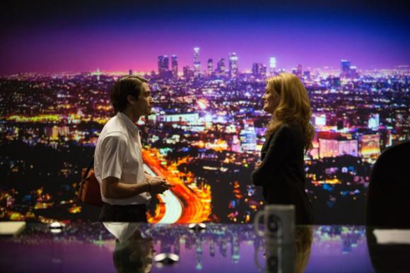Jake Gyllenhaal as Lou and Rene Russo as Nina in Nightcrawler