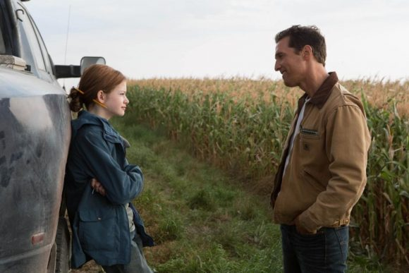 Mackenzie Foy as Murph and Matthew McConaughey as Coop in Interstellar